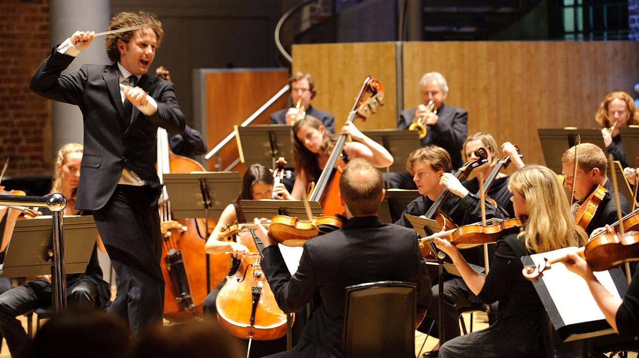 Aurora Orchestra